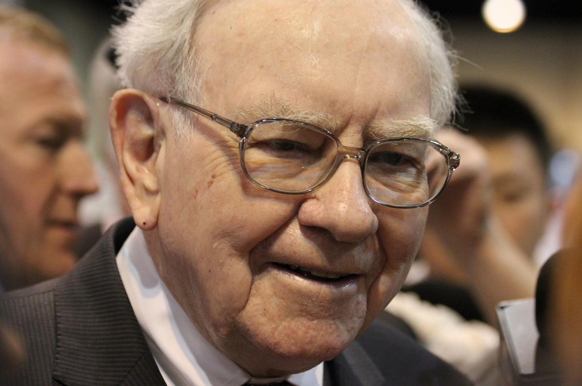 A close up photo of Warren Buffett.