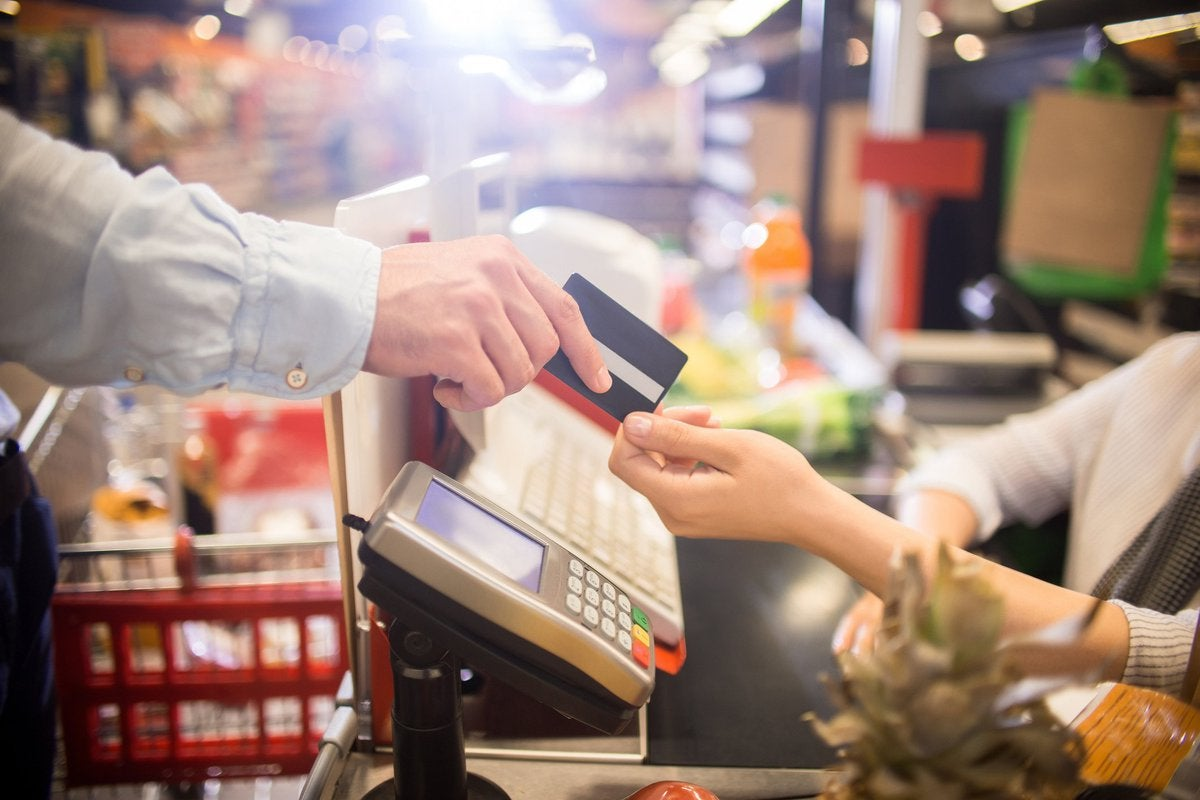 A man paying for groceries with a credit card.
