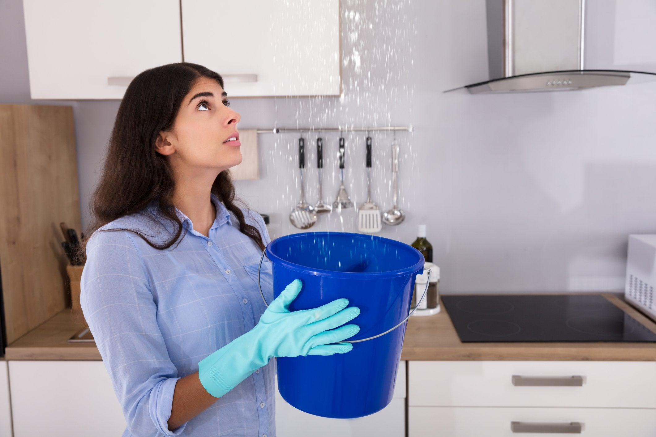 20 terrible ways to save money that people have actually - Water leakage from roof ...