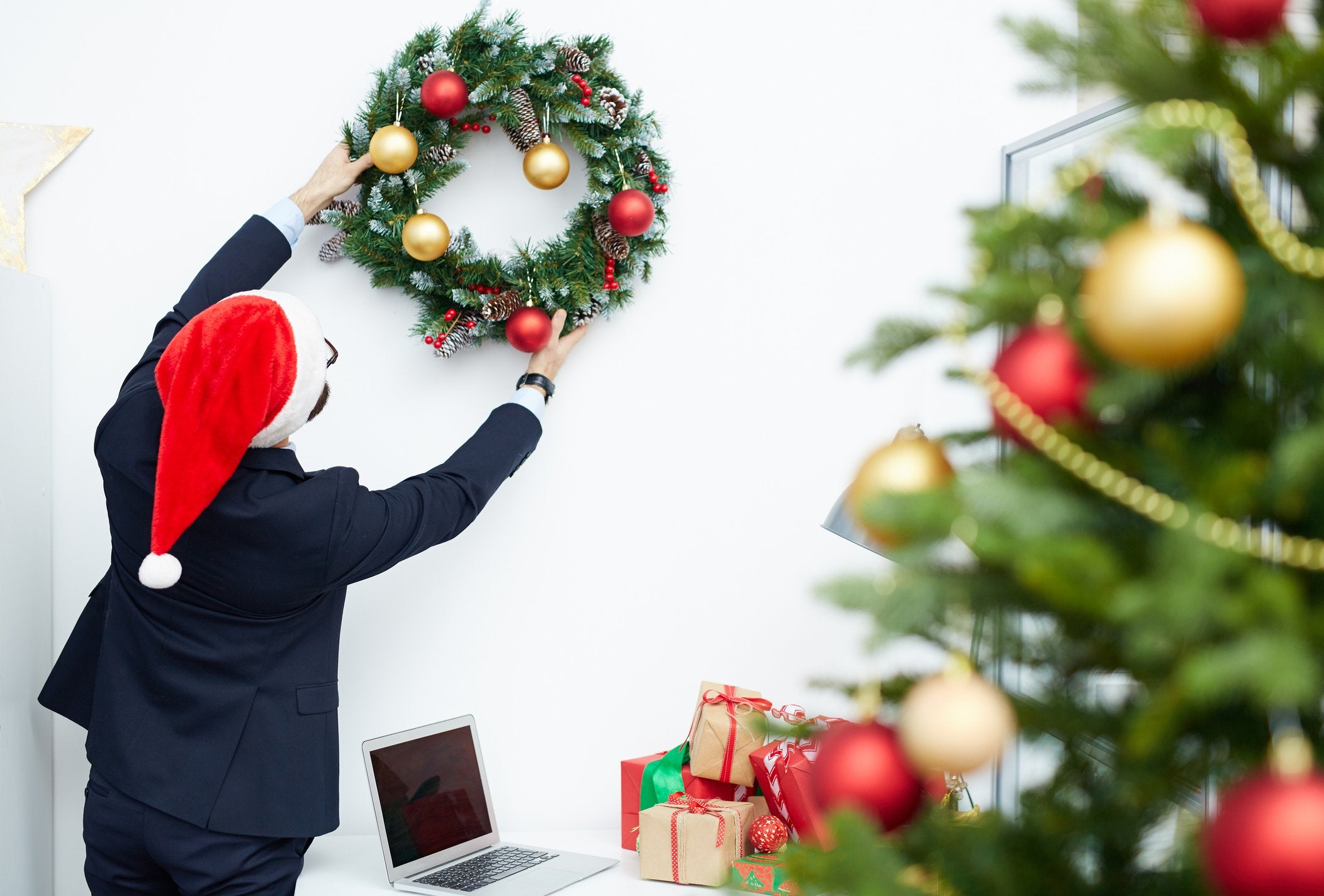 8 Holiday Season Mistakes That Can Hurt You at Work