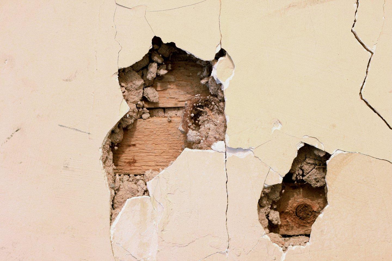 hole_in_wall.jpg