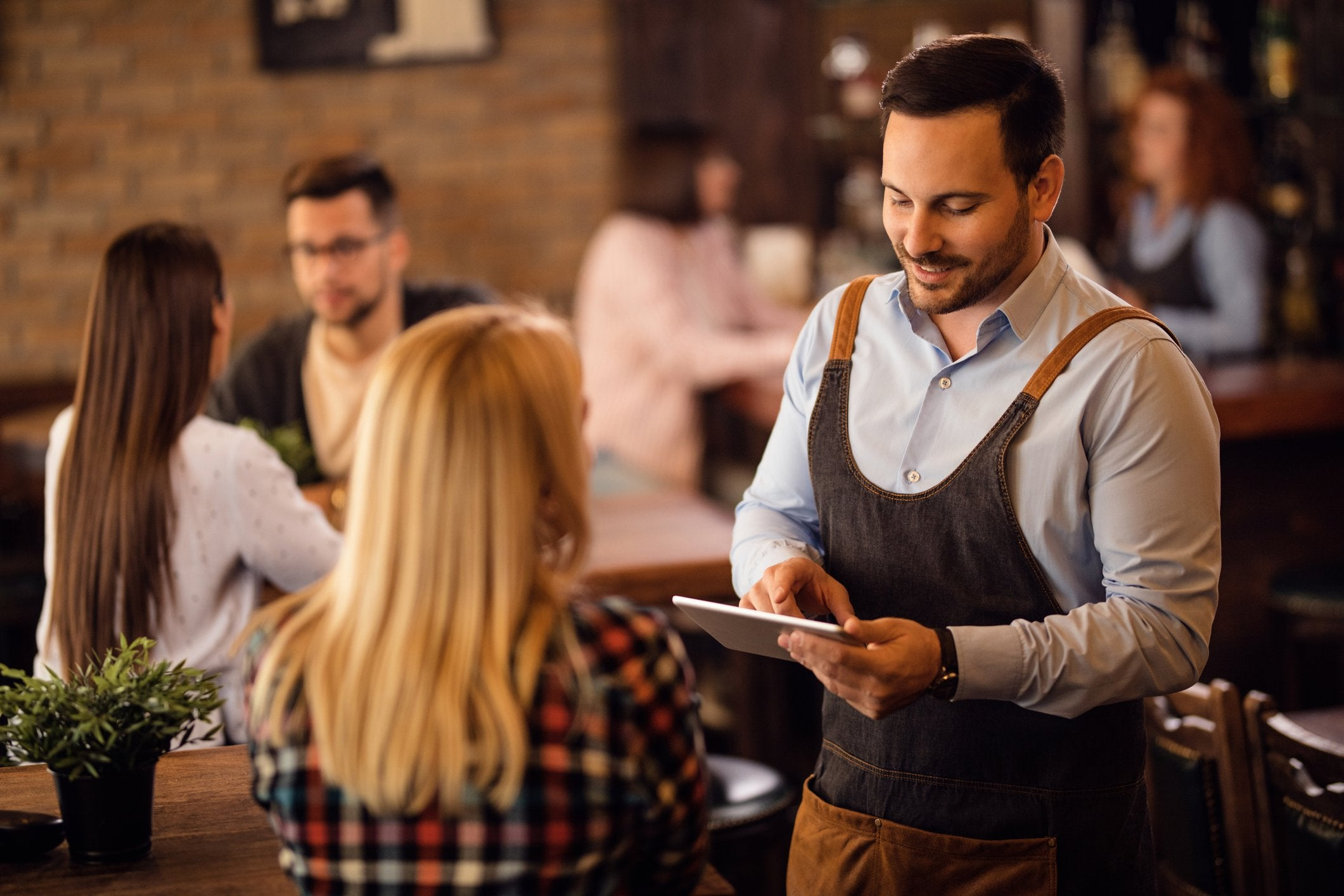 5 Ways Technology Can Save Your Restaurant Time and Money