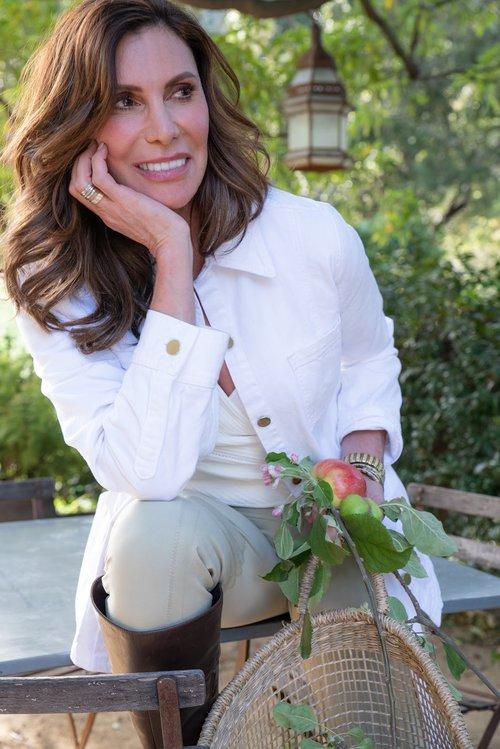 Lizanne Falsetto is an American entrepreneur, advisor, wellness pioneer, and public speaker.
